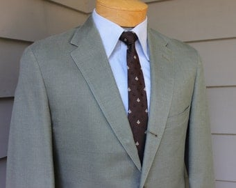 vintage 1960's Men's 2 piece suit. -Palm Beach- Tropical weight 'Wash and Wear'. Panama cloth. 3/2 roll - Natural shoulder. 39 -  40 Regular