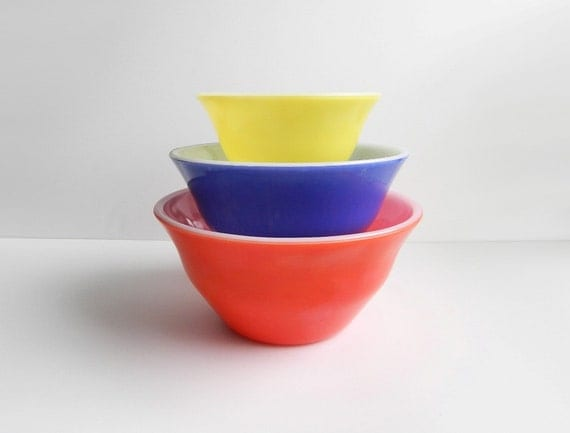 Vintage McKee Bell Mixing Bowl Set, Primary Colors Nesting Bowls -  Red, Blue & Yellow Glass