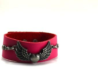 Steampunk Heart Pendant, Steampunk Leather Cuff Bracelet, Steampunk Bracelet, Available in Custom Colors, Leather Bracelet, Heart Bracelet