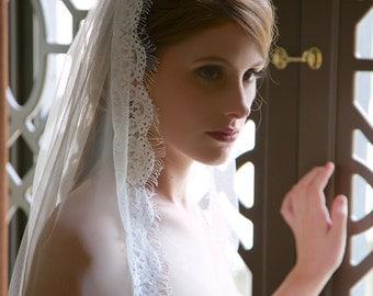 Fingertip veil, Bridal Veil, Light ivory veil, traditional wedding veil, lace edge wedding veil, fingertip length wedding veil