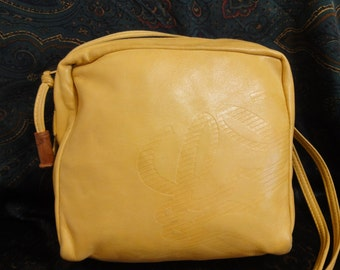 Vintage LOEWE cream yellow nappa leather shoulder bag in square shape with embossed logo.
