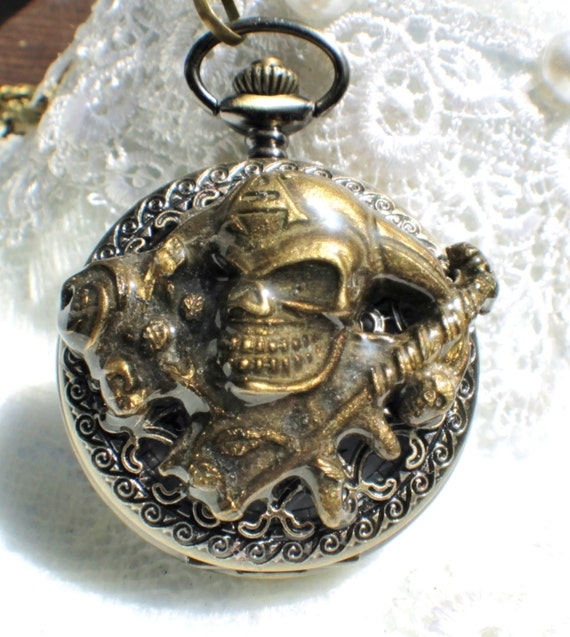Pirate pocket watch, men's pocket watch, front case is mounted with pirate skull and roses
