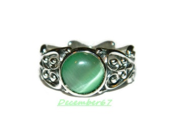 Ring With Green Stone, Low Profile Ring, Middle Finger Ring, Sterling Silver Ring
