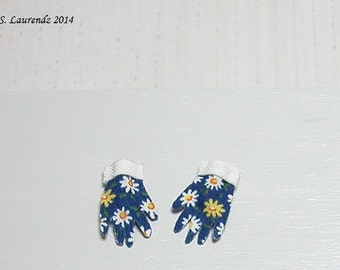 Dollhouse Gardening Gloves - Dark blue with Daisies - 1:12 scale miniature (GA14)