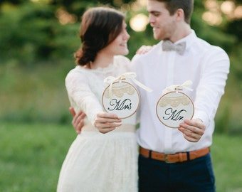 Mr & Mrs wedding sign, crochet lace wedding decoration, Hoop art embroidery set of two , wedding embroidery, table top wedding sign