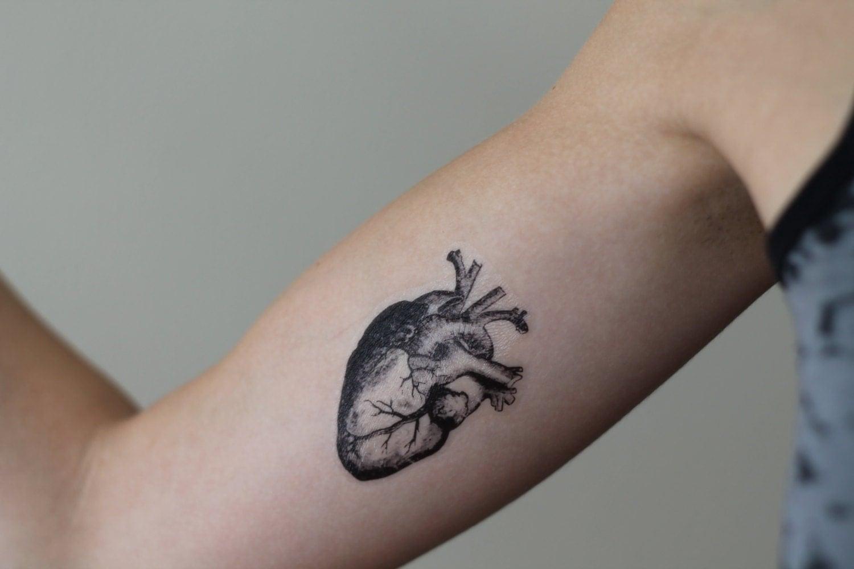 tatouage temporaire coeur anatomique. Black Bedroom Furniture Sets. Home Design Ideas