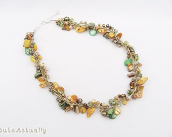 Green gold shell necklace with freshwater pearl and crystal on gold silk thread, orange, green