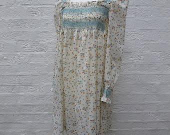 Dress size 8 clothing vintage dress small boho dress bohemian vintage clothes flower dress cotton 1970s dress ladies festival dress vtg 70s.