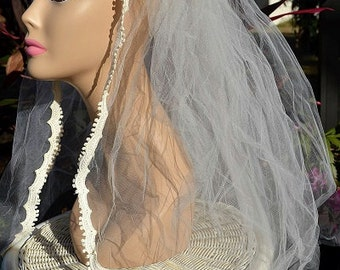 "Vintage Ivory Lace Trimmed Bridal Wedding Cap & 34"" Veil"