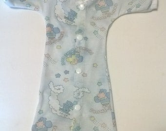 1 - 2 lbs  Micro preemie NICU gown.   Available in five different prints.