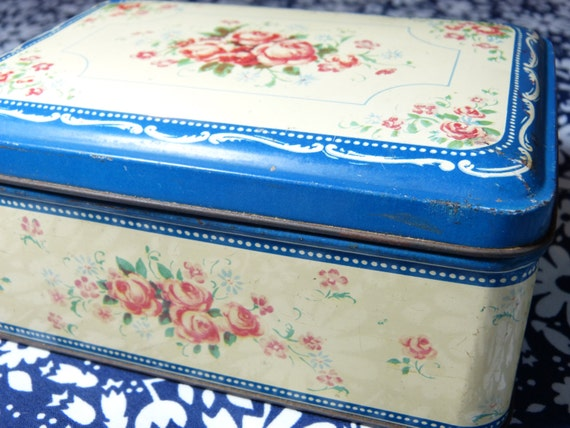 So shabby chic roses flower decor metal tin storage box - French 40s 50s vintage