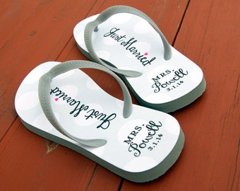 custom wedding flip flops personalized name sandals wedding party guests bride