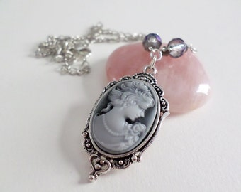 Black&White Resin Cameo Cabochon Necklace