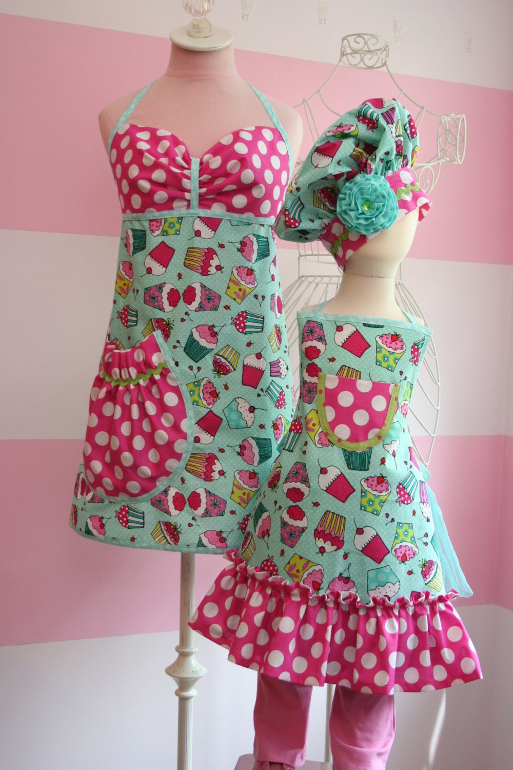 mother daughter matching aprons teal pink by kitschnwhimsy. Black Bedroom Furniture Sets. Home Design Ideas