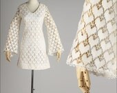 vintage 1960s dress . ivory heart crocheted lace . bell sleeves . 4282