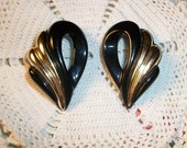 VINTAGE DISCO EARRINGS, Fabulous Swirls Of Black & Gold, 1970's Diva Chic Clip-Ons, Large Molded Earring Pair, Retro Chic