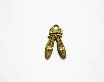 BULK - 40 Ballet Shoes Charms in Bronze Tone - C513
