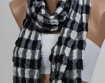 Big sale. BLACK and WHITE Plaid Scarf. Unisex Fashion Scarf. Fall , Autumn scarf.. Valentine's Scarf. Men scarf.