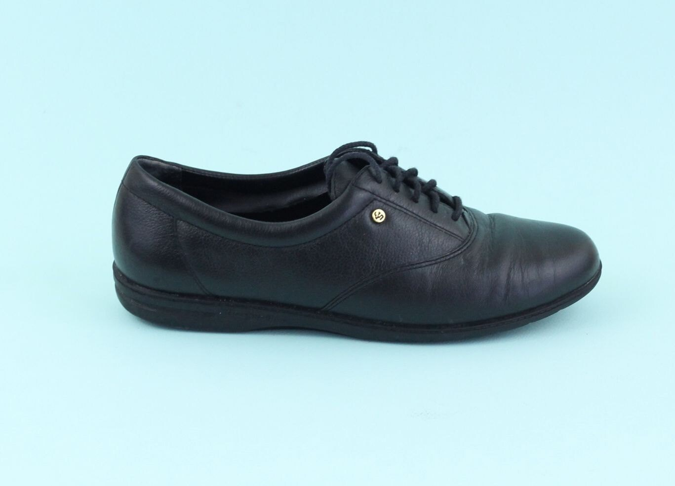 vintage black leather tennis shoes 80s size 6 by
