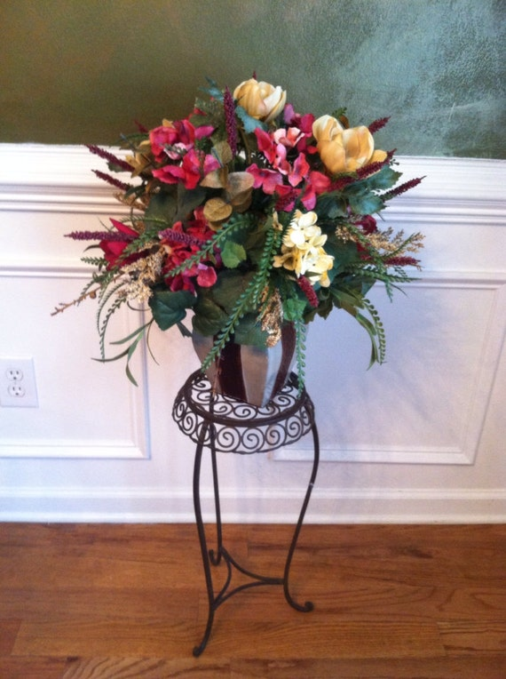 Elegant traditonal floral arrangement foyer by for Foyer flower arrangement