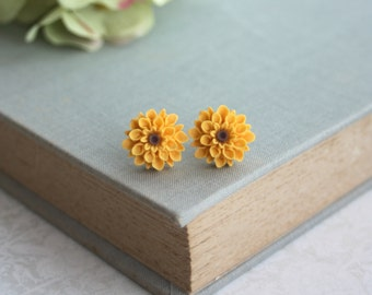 Sunflower Studs Earrings, Yellow Chrysanthemum, Small Mum Flower Earrings. Bridesmaid Gifts, Small Sunflower. Sunflower Wedding. Flower Girl