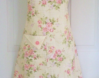 Floral Full Apron , Women's Full Apron, Cottage Chic , Floral Apron , Vintage Style , Cottage Roses, KitschNStyle