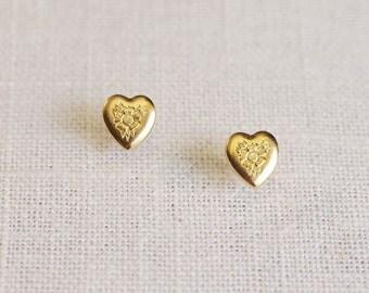 gold heart earrings . gold flower earrings . heart stud earrings . tiny heart studs . flower heart earrings // SMLV