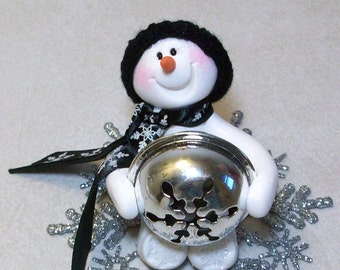 Can I help with the tree. Snowman ornament