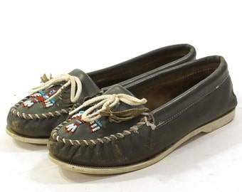 SALE 80s Minnetonka Moccasins / Beaded & Fringed Loafers / Grey Leather / Women's size 9
