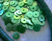 Vintage Sequins Strand GREEN SEA FOAM Shimmer Petite 4mm flat Couture full strand