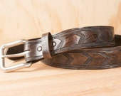 Road Belt - Leather in chocolate brown - tire tread pattern
