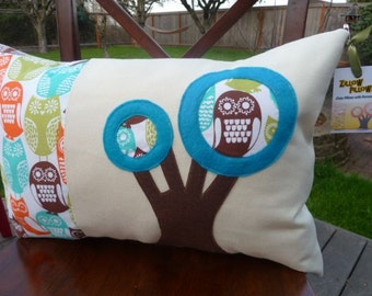 Zillow Pillow - Retro Owls Take Over Turquoise