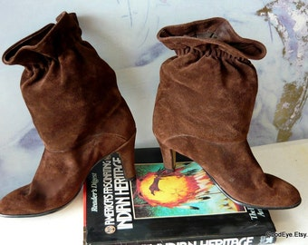 Vintage 80's Slouchy Suede Ankle Boots size 8.5 N Leather Eur 39 UK 6 Brown High Heels USA Old Stock