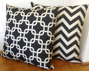 Black and Cream Chain Link Geometric Outdoor Cushion Cover
