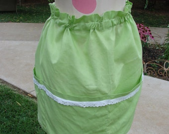Vintage Apple Green Adjustable Waist Half Apron with 4 Large Pockets and White Eyelet Lace Trim