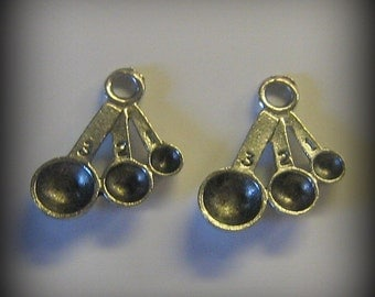 4 Silver Pewter Measuring Spoon Charms (qb79)