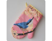 Oven mitt with illustration of the Nuthatch