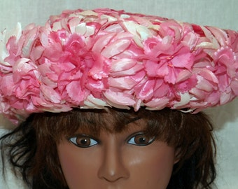 Pink Daisy Flowers / Bumper Style / Upturned Brim / 1960s / Glenda of New York Vintage Hat