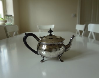 Vintage English Teapot Traditional Silver Plated Bakelite Handle Antique Style - EnglishPreserves