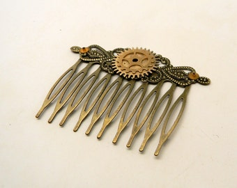 Steampunk hair comb with gears.
