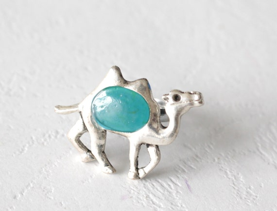 Silver camel ring in blue