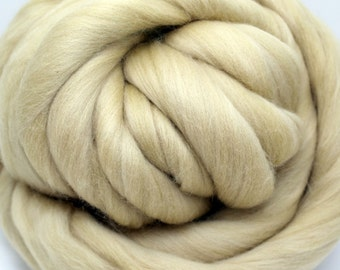 4 oz. Merino Wool Top Straw