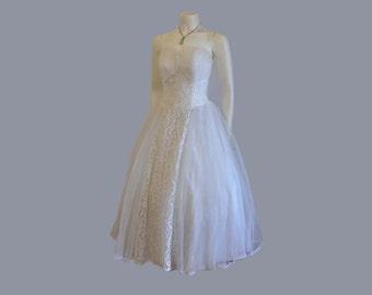 50s tulle dress / Vintage 1950s Strapless Lace Tulle Wedding Dress / vintage dress