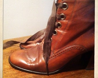 Witchy bis Charles Jourdan brown wing tip granny boots  sz 9.5. Or 10
