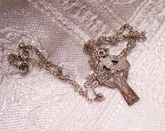 Vintage Sterling Silver Celtic Cross and 16 Inch Chain. (J3)