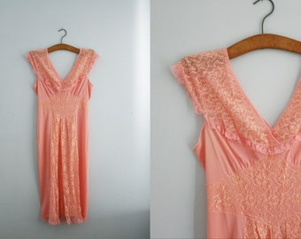 vintage 60s Floral Lace Shawl Collar Perfectly Peach Lace Inset Skirt Nylon Nightie Nightgown
