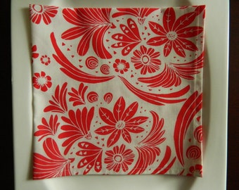 Red and White Maya Floral Cotton Napkins. Set of 6. Every Day Napkins. Great Bridal Shower or Hostess Gift