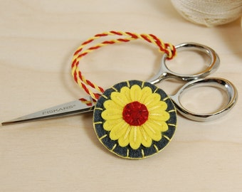 Wool Felt Scissor Fob • Lemon Yellow and Red Daisy on Grey • Hand Embroidered • Scissor Charm