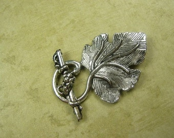 Clasp, Large Grape Toggle Set, Silver Plated. CL5....  REDUCED 40 PERCENT.  Was 3.00
