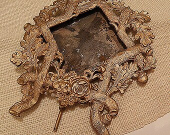 Stand Up Metal Frame with Oak Leaves